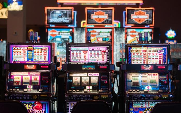 Slot là trò chơi máy xèng, một trong những trò chơi được nhiều người yêu thích tại casino Phú Quốc