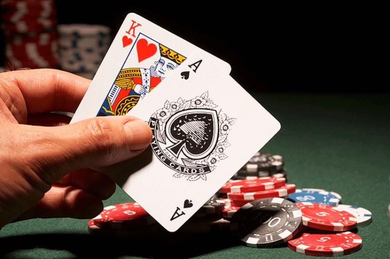 Bạn không nên tách bài khi có 2 lá bài trong số những con bài 10, J, Q, K, A