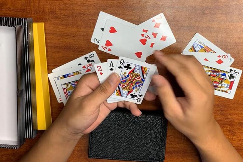 Có nên vay tiền đánh bài không?