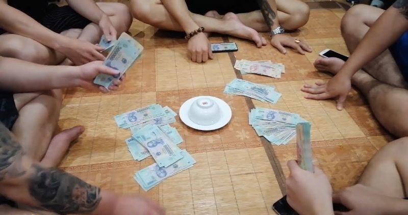Cách vào tiền khi chơi xóc đĩa ngoài đời