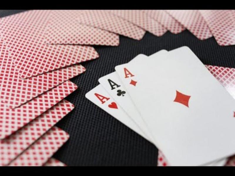 Bài liêng là một trong những hình thức chơi bài đã có từ lâu đời, thường được xuất hiện trong các dịp lễ tết, hội họp